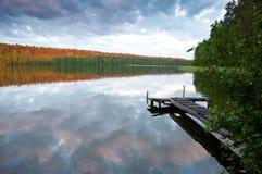 在湖的镇静晚上 库存照片