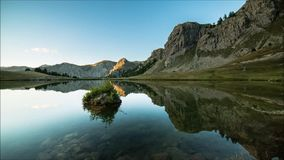 在湖的难以置信的反射 影视素材