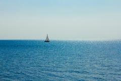 在湖的风帆 库存图片