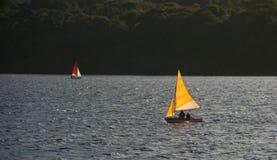 在湖的风船 免版税库存照片
