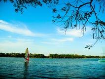 在湖的风船 免版税库存图片