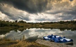 在湖的风暴 免版税图库摄影