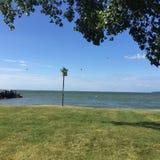 在湖的晴天 库存照片