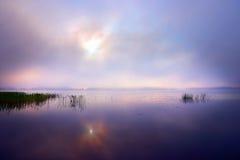 在湖的黎明 免版税库存图片