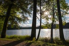 在湖的黄昏太阳 库存照片