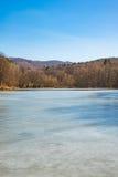 在湖的冻水 免版税图库摄影