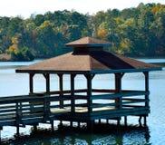 在湖的Pavillion 免版税库存照片