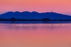 在湖的Sunet 免版税图库摄影