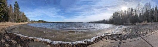 在湖看见的波浪 库存图片