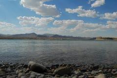 在湖莫哈维族的夏天 免版税库存图片