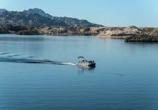 在湖莫哈维族的露台小船 库存照片