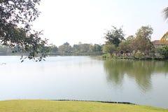 在湖边的秀丽视图 库存照片