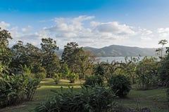 在湖阿雷纳尔上的风景La的福尔图纳,哥斯达黎加 库存图片