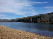 在湖附近的一天 免版税库存照片