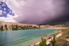 在湖附近的土块 库存照片