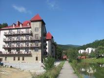 在湖附近的旅馆 库存图片