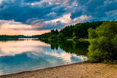 在湖马尔堡日落的, Codorus国家公园, Pennsylv的云彩 库存照片