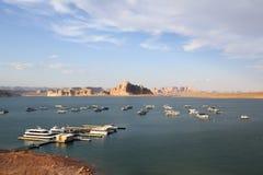 在湖鲍威尔的小船在亚利桑那 免版税库存图片