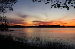 在湖, Masuria,波兰的日落 免版税图库摄影