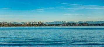 在湖2的Bellevue地平线 免版税库存照片