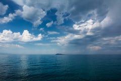 在湖alakol的Cloudscape 卡扎克斯坦 免版税库存图片