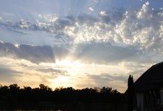 在湖alicourts法国上的梦想的日落 库存图片