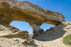 在湖Arco,安哥拉的巨大的自然岩石曲拱 免版税库存照片