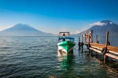 在湖Atitlan游览中的特别停着点在危地马拉 免版税库存照片