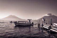 在湖Atitlan,危地马拉游览中的风景中途停留  免版税库存图片
