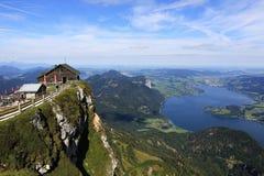 在湖Attersee, Schafbergbahn,萨尔茨卡默古特,萨尔茨堡,奥地利附近的风景 库存图片