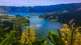 在湖Azul的Sete Cidades海岛圣地的米格尔亚速尔群岛 免版税库存照片