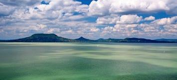 在湖Balaton,匈牙利的全景横向 免版税库存图片