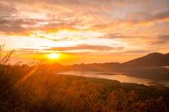 在湖Batur的日出 图库摄影