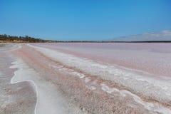 在湖Beckin岸的美好的五颜六色的矿床  库存图片