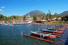 在湖Beratan的小船在Bedugul -巴厘岛014 免版税库存图片