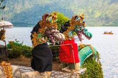 在湖Bratan的一点巴厘语Ulun Danau寺庙 免版税库存图片