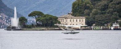 在湖como的水上飞机 图库摄影