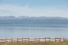 在湖Hovsgol岸的木篱芭  库存照片