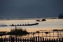 在湖Inle的小船 免版税库存照片