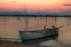 在湖Kerkini,希腊的美好的日落 免版税库存照片
