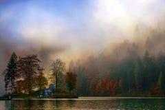 在湖Koenigssee的好的秋天视图 库存图片