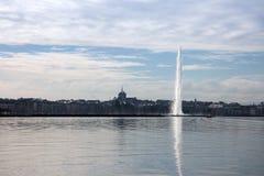 在湖Leman的喷水的喷气机d ` Eau在日内瓦 库存图片