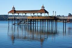 在湖Llanquihue的码头 免版税图库摄影