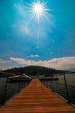 在湖Maggiore的码头和小船 库存图片