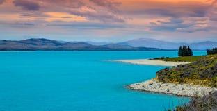 在湖Manapouri的日落 库存图片