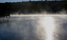 在湖Muskoka,安大略,加拿大的秋天日出 免版税库存照片