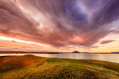 在湖Myvatn的日落 免版税库存图片