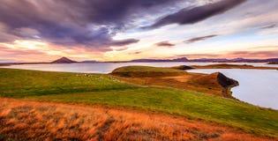 在湖Myvatn的日落 免版税库存照片