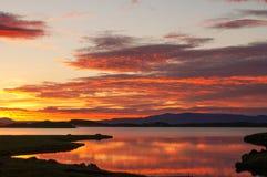 在湖Myvatn,冰岛的美好的日落 免版税库存照片