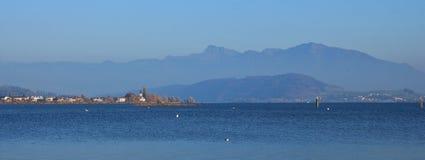 在湖Obersee,瑞士的秋天天 库存图片